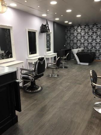 Salon de coiffure artis coiffure ch teaubourg 35220 for Salon de coiffure professionnel